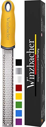Winzbacher® - Premium Zester Reibe I Parmesanreibe, Zitronenreibe, Muskatnuss Reibe, Ingwerreibe u.v.m. I rasiermesserscharfe Edelstahl Klinge I...