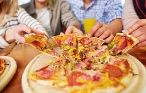 Das Pizzabrett eignet sich großartig zum Servieren
