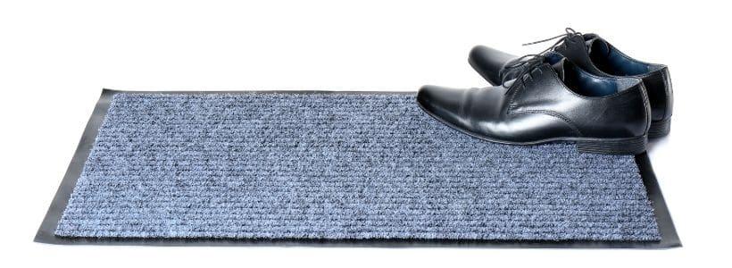 Schmutzfangteppich mit Schuhen