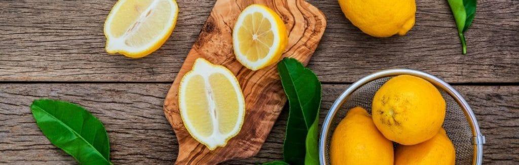 Zitronen für die Zestenreibe und Zitronenreibe