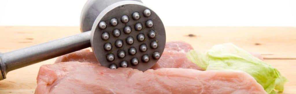 Der Fleischklopfer eignet sich zum plattieren und mürbe machen