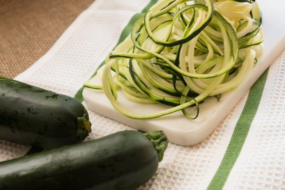 Spiralschneider mit Zucchini