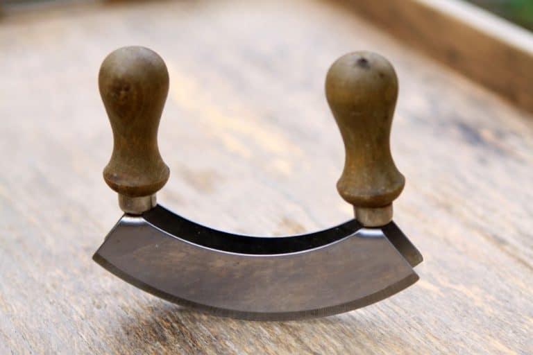 Wiegemesser mit zwei Klingen und Holzgriffen
