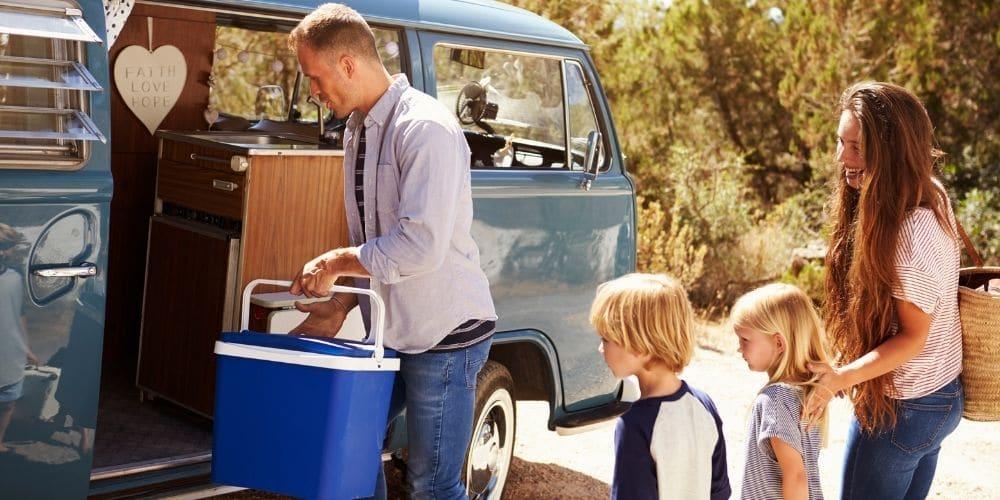 Kompressor Kühlbox beim Familien Camping