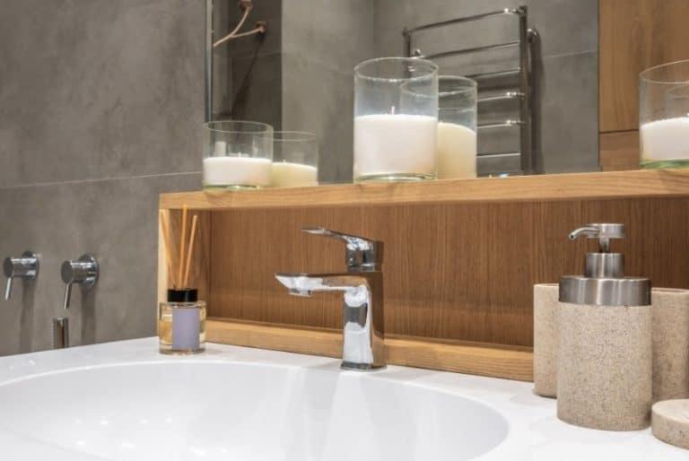 Seifenspender aus Bambus im Badezimmer