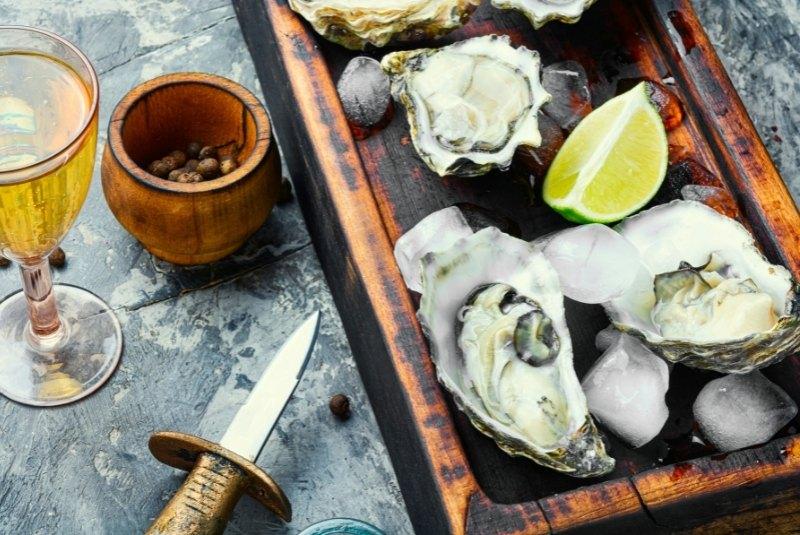 Austernmesser und Austern