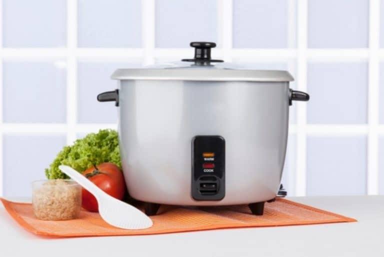Reiskocher in der Küche