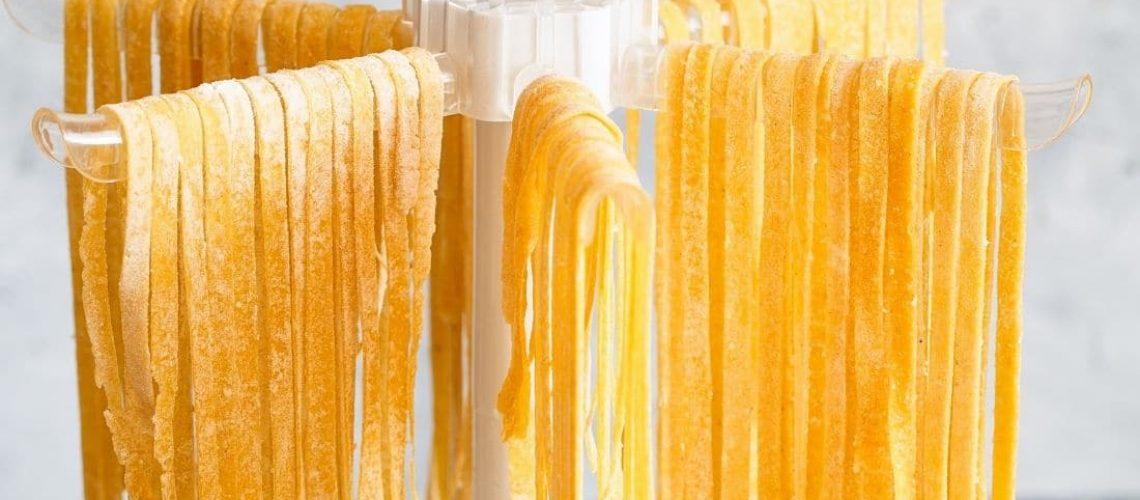Der Nudeltrockner ist perfekt für frische Pasta